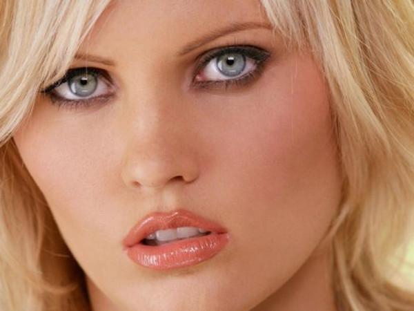 seksualnuyu-blondinku-svyazali-video